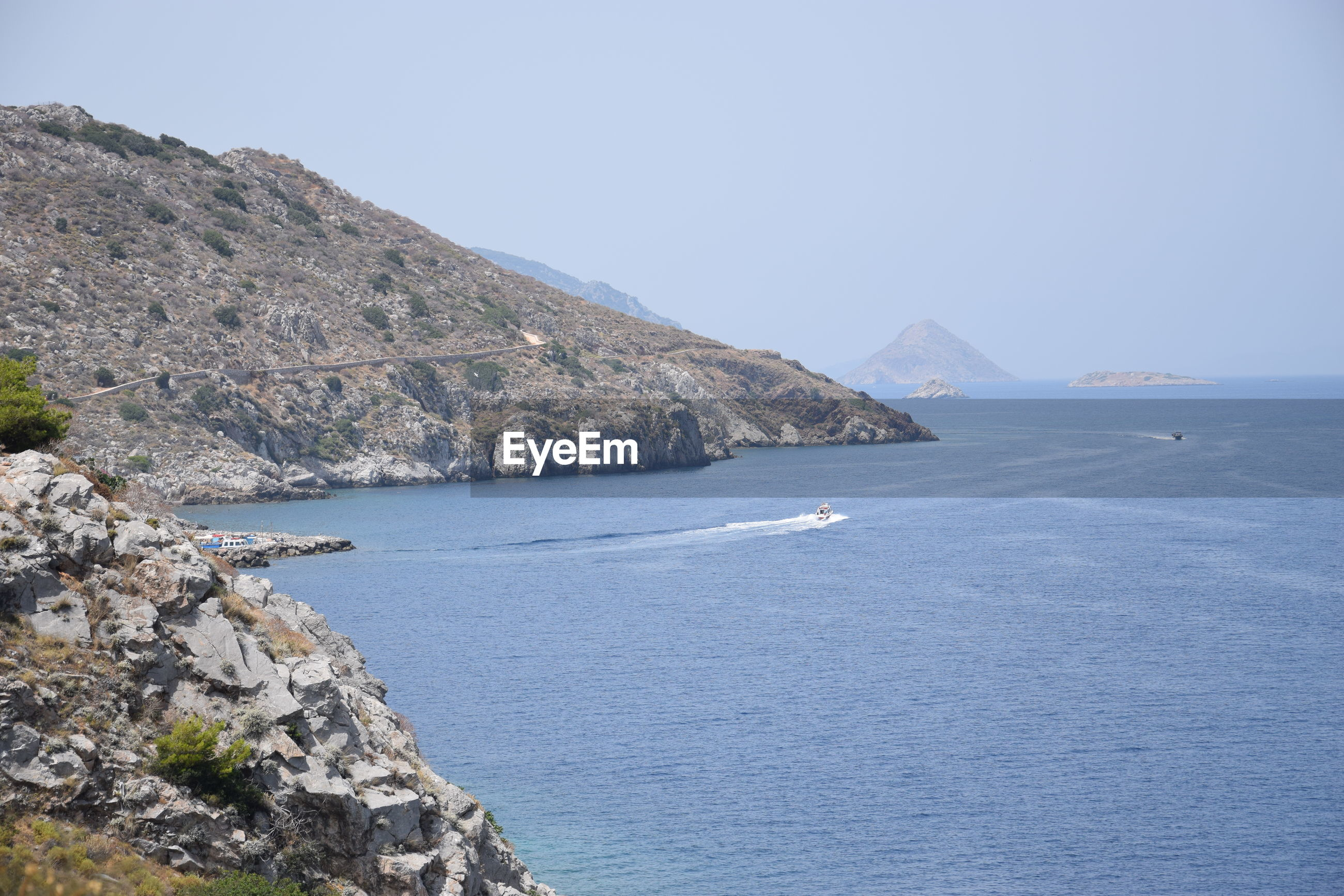 SCENIC VIEW OF BAY