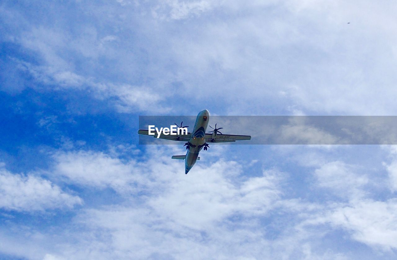 sky, cloud - sky, low angle view, air vehicle, flying, mode of transportation, airplane, transportation, nature, mid-air, travel, no people, motion, day, outdoors, on the move, public transportation, plane, commercial airplane, blue