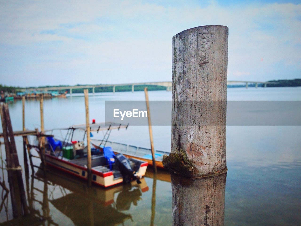 water, wooden post, nature, sea, no people, day, tranquility, nautical vessel, outdoors, tranquil scene, scenics, sky, horizon over water, moored, transportation, beauty in nature