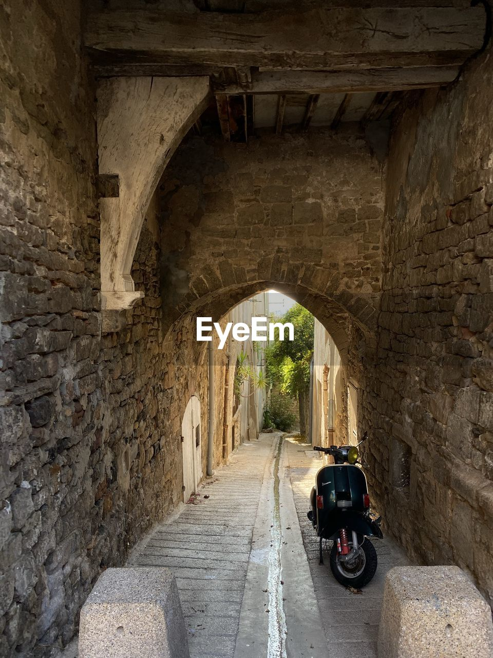 architecture, built structure, transportation, arch, history, mode of transportation, day, the past, travel, the way forward, direction, travel destinations, wall, old, ancient, wall - building feature, building exterior, tourism, bridge, road, no people, bridge - man made structure, outdoors, stone wall, ruined