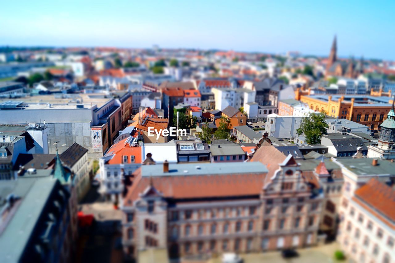 building exterior, architecture, built structure, building, city, residential district, roof, tilt-shift, crowded, crowd, high angle view, house, cityscape, sky, day, nature, town, selective focus, outdoors, community, townscape, settlement