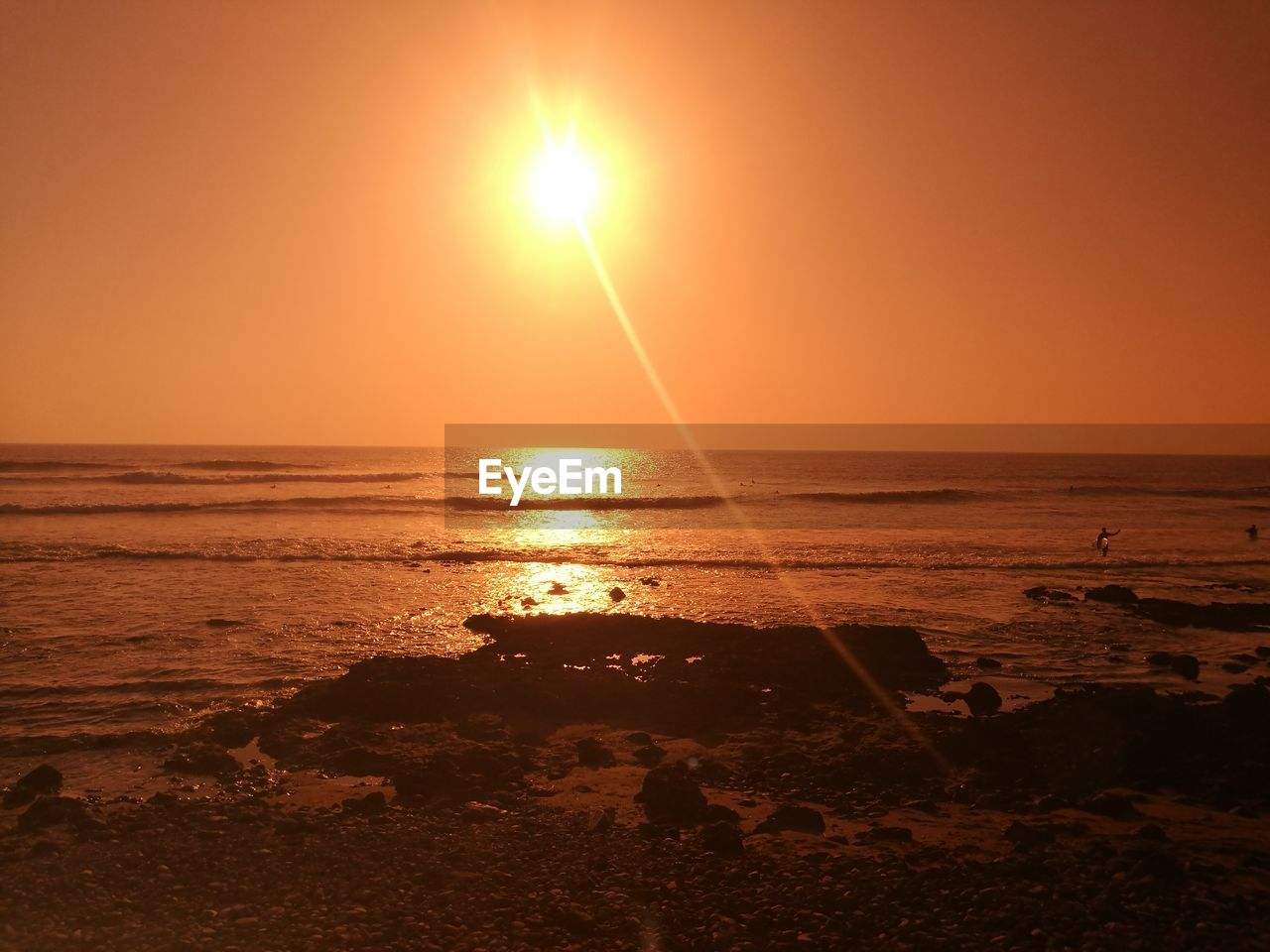 sea, sun, sunset, water, beauty in nature, horizon over water, scenics, nature, tranquil scene, sunlight, tranquility, beach, orange color, sunbeam, idyllic, sky, outdoors, silhouette, reflection, no people, sand, clear sky, day