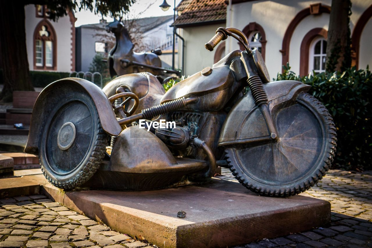 transportation, mode of transport, wheel, day, tire, abandoned, rusty, land vehicle, outdoors, no people, damaged, stationary, built structure, motorcycle, architecture, building exterior