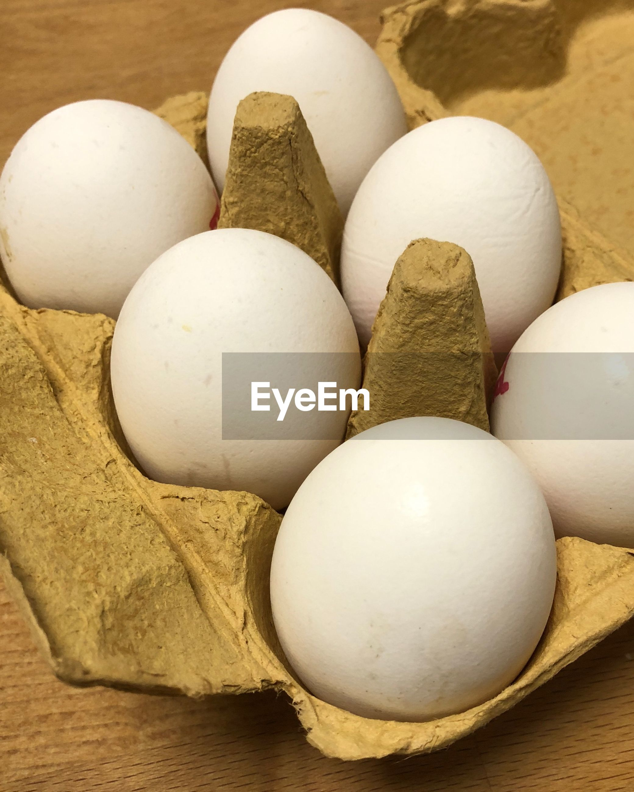 HIGH ANGLE VIEW OF EGGS ON WHITE SURFACE