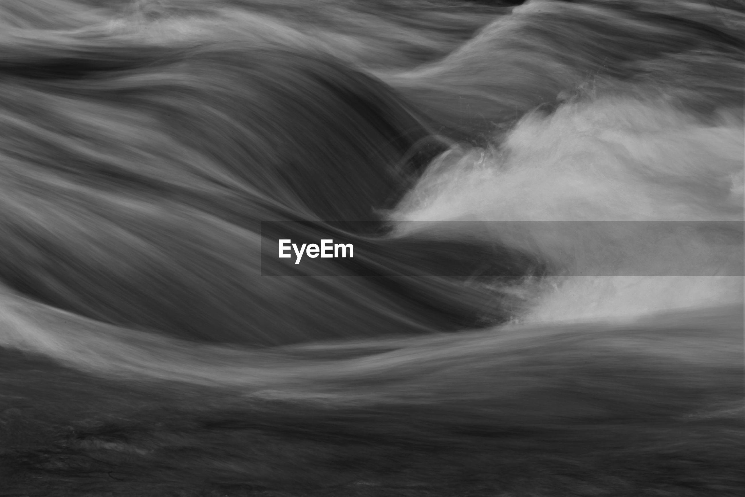 Long exposure of wave in sea