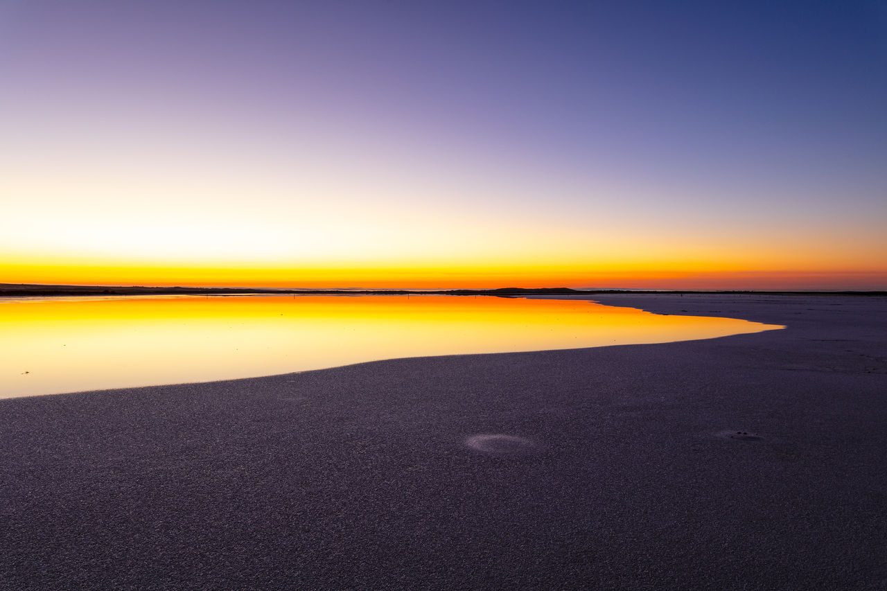 sky, sunset, scenics - nature, tranquility, water, tranquil scene, beauty in nature, sea, no people, nature, land, orange color, horizon, beach, idyllic, copy space, clear sky, sand, horizon over water, outdoors, salt flat