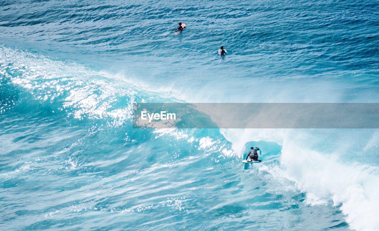 Man surfing in honolua bay