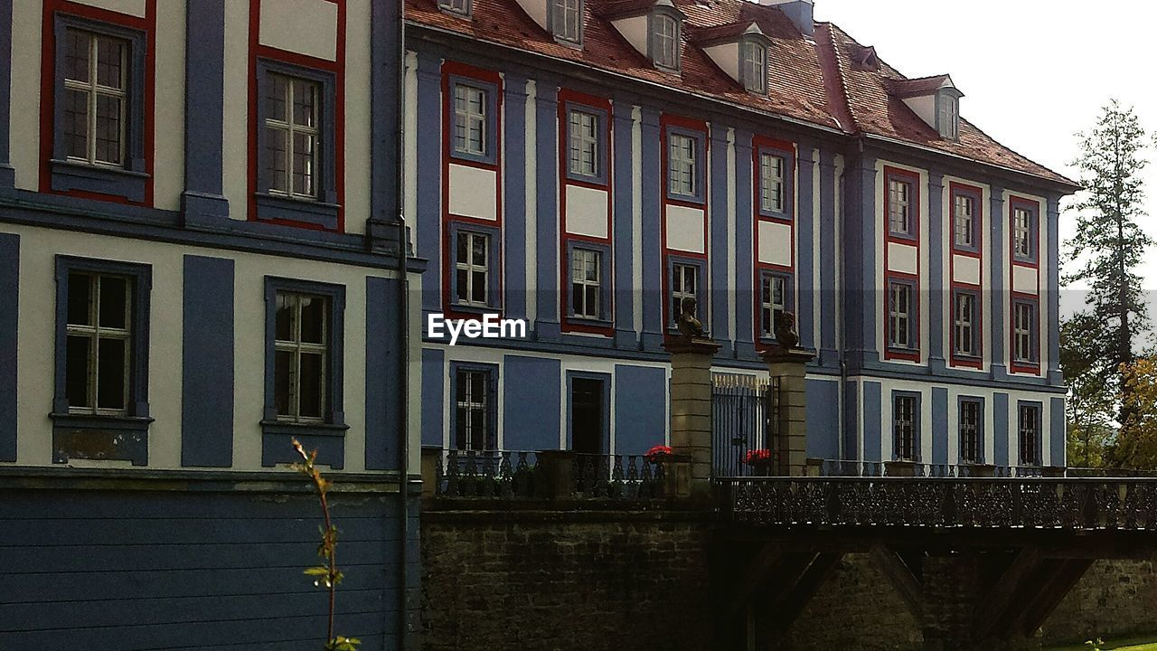 architecture, building exterior, built structure, outdoors, window, day, no people, city, sky