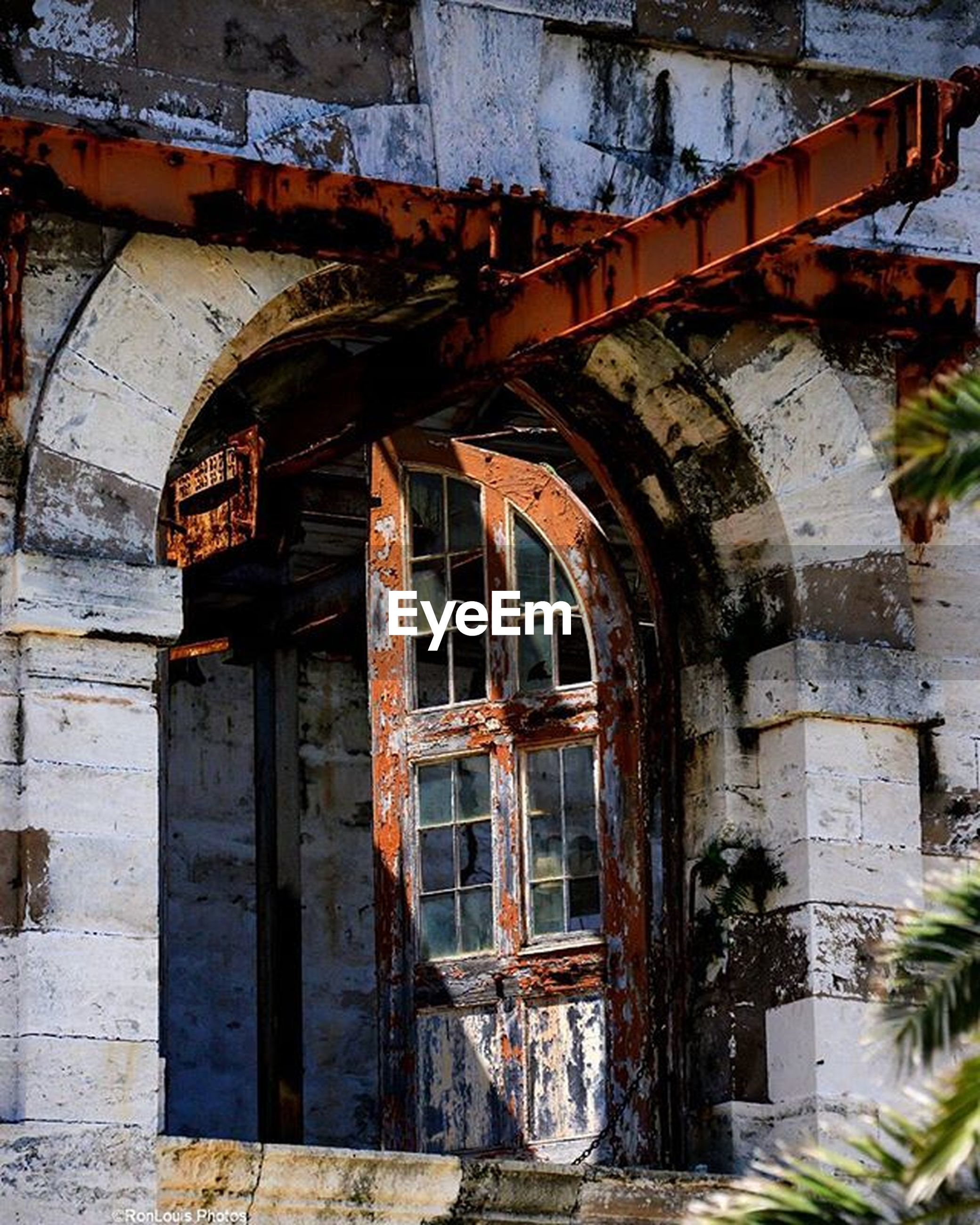 architecture, built structure, building exterior, old, abandoned, weathered, house, obsolete, damaged, door, run-down, deterioration, building, window, entrance, bad condition, residential structure, wall - building feature, brick wall, arch