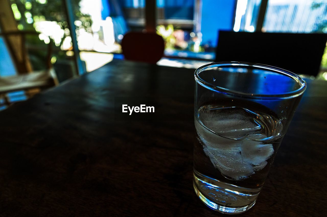 table, drink, focus on foreground, drinking glass, food and drink, indoors, refreshment, no people, close-up, freshness, day