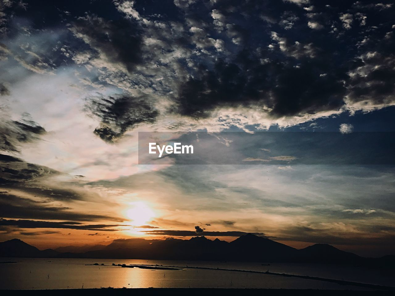 sky, cloud - sky, beauty in nature, scenics - nature, tranquil scene, tranquility, sunset, silhouette, mountain, idyllic, no people, nature, non-urban scene, environment, sunlight, water, dramatic sky, outdoors, sun