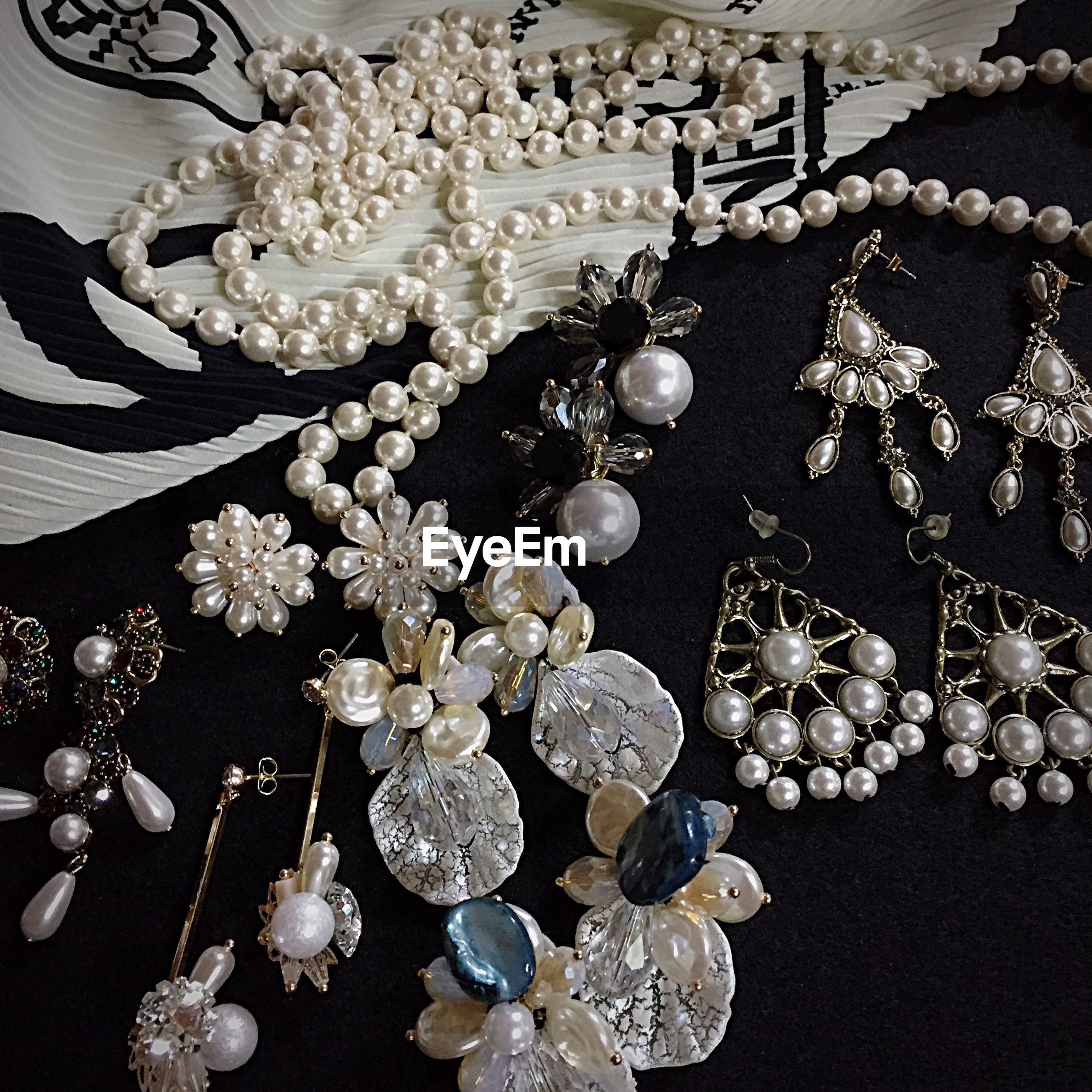 luxury, necklace, precious gem, jewelry, no people, wealth, indoors, large group of objects, gold, close-up, illuminated