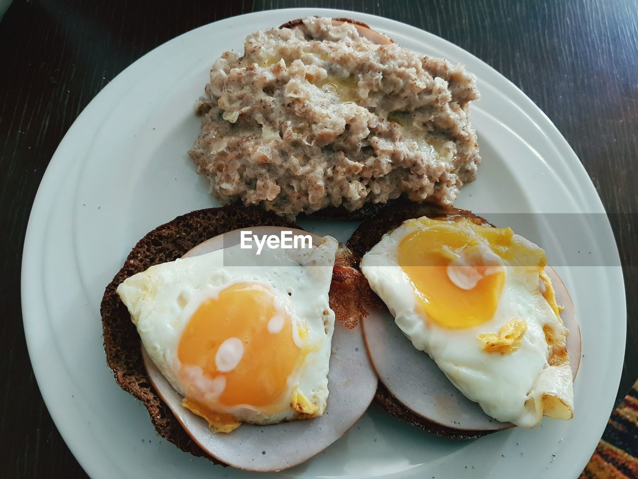 plate, ready-to-eat, food, food and drink, egg, fried egg, freshness, breakfast, meal, fried, healthy eating, wellbeing, no people, meat, serving size, indoors, close-up, table, bread, pork, egg yolk, sunny side up, temptation