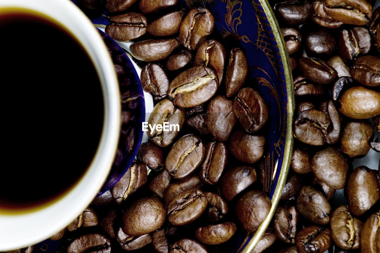 food and drink, food, cup, drink, freshness, coffee, refreshment, coffee - drink, mug, roasted coffee bean, large group of objects, close-up, indoors, coffee cup, still life, directly above, black coffee, brown, no people, abundance, caffeine, crockery, non-alcoholic beverage