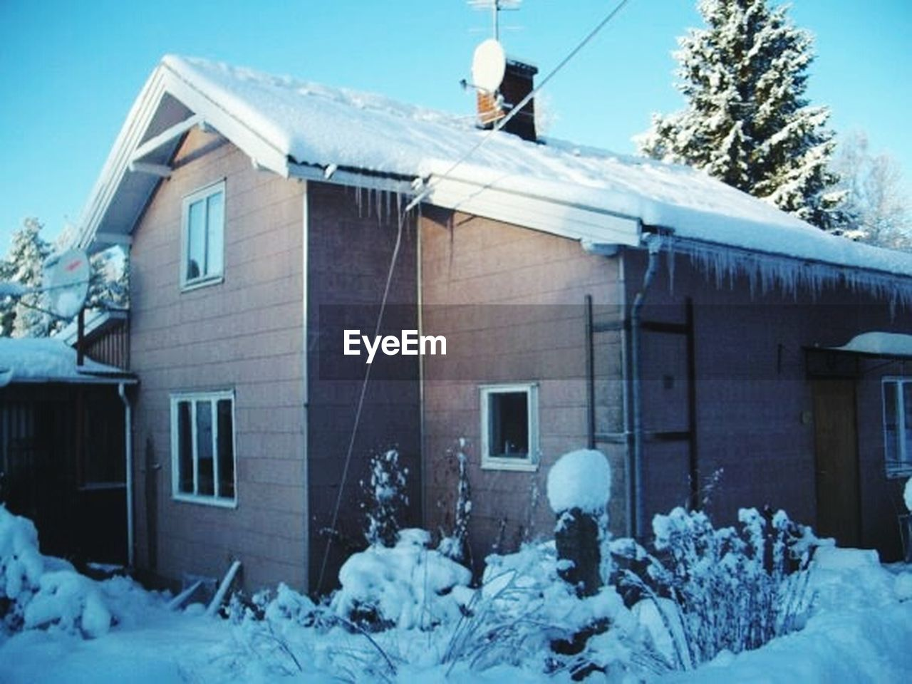 winter, cold temperature, snow, house, building exterior, built structure, architecture, outdoors, residential building, frozen, nature, tree, day, snowdrift, no people, sky, warm clothing