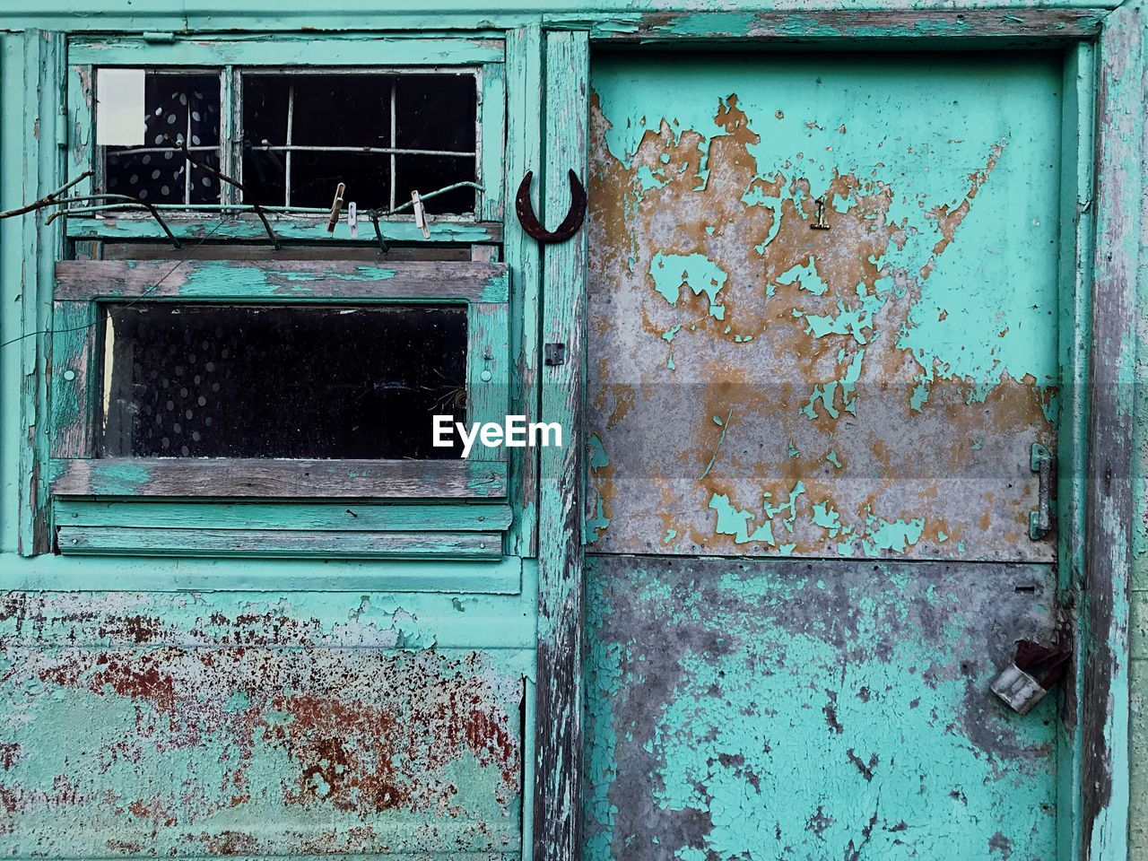 old, abandoned, no people, window, weathered, architecture, damaged, decline, entrance, door, building exterior, deterioration, run-down, built structure, obsolete, day, full frame, outdoors, rusty, building
