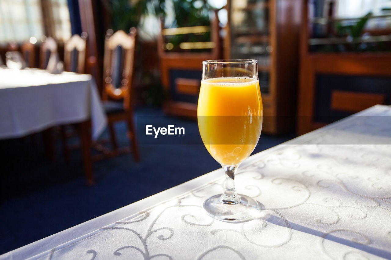 drink, food and drink, refreshment, table, glass, freshness, focus on foreground, alcohol, no people, still life, drinking glass, household equipment, restaurant, business, transparent, chair, glass - material, close-up, seat, food, cocktail, aperitif