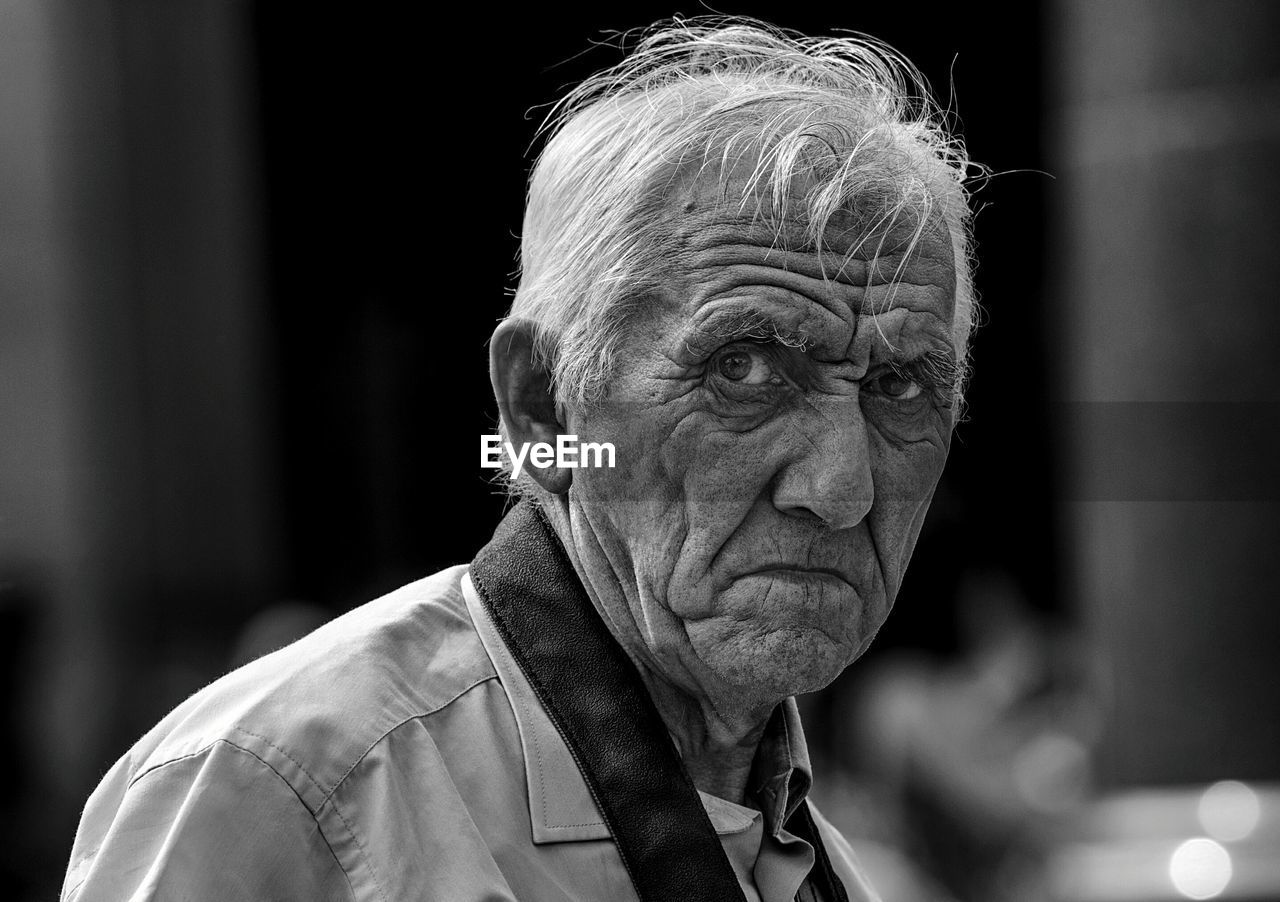 senior adult, portrait, headshot, one person, lifestyles, real people, wrinkled, adult, senior men, focus on foreground, front view, males, leisure activity, men, close-up, looking away, looking, senior women, mature men, contemplation, human face