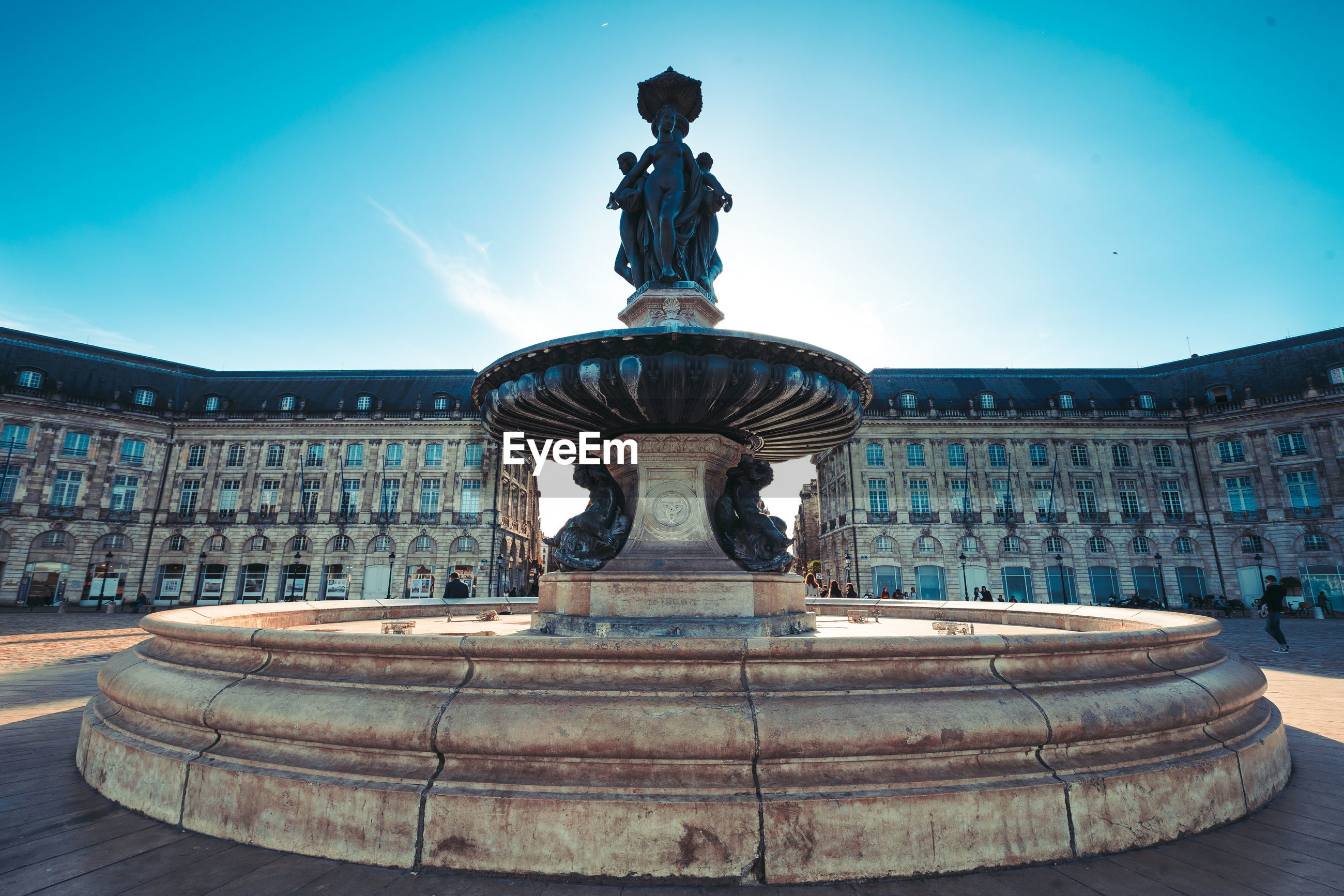 STATUE OF FOUNTAIN AGAINST SKY