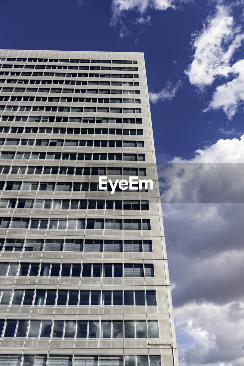 low angle view, sky, building exterior, architecture, no people, modern, day, outdoors, skyscraper
