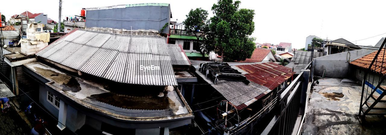 building exterior, architecture, built structure, day, roof, nature, building, high angle view, water, no people, sky, residential district, plant, tree, outdoors, city, house, town, transportation, roof tile