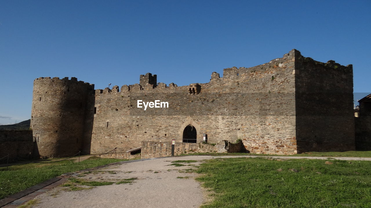architecture, history, built structure, sky, the past, clear sky, building exterior, nature, copy space, fort, blue, no people, old, day, building, ancient, castle, old ruin, arch, wall, outdoors, ruined, ancient civilization
