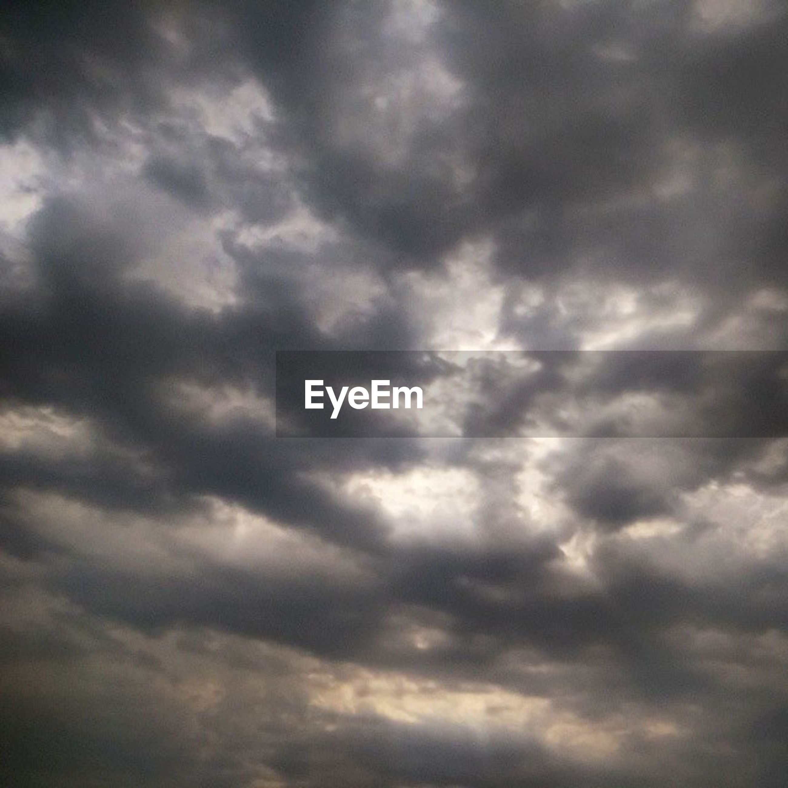cloud - sky, sky, cloudy, low angle view, weather, cloudscape, beauty in nature, sky only, tranquility, overcast, scenics, nature, backgrounds, tranquil scene, storm cloud, full frame, dramatic sky, cloud, idyllic, atmospheric mood