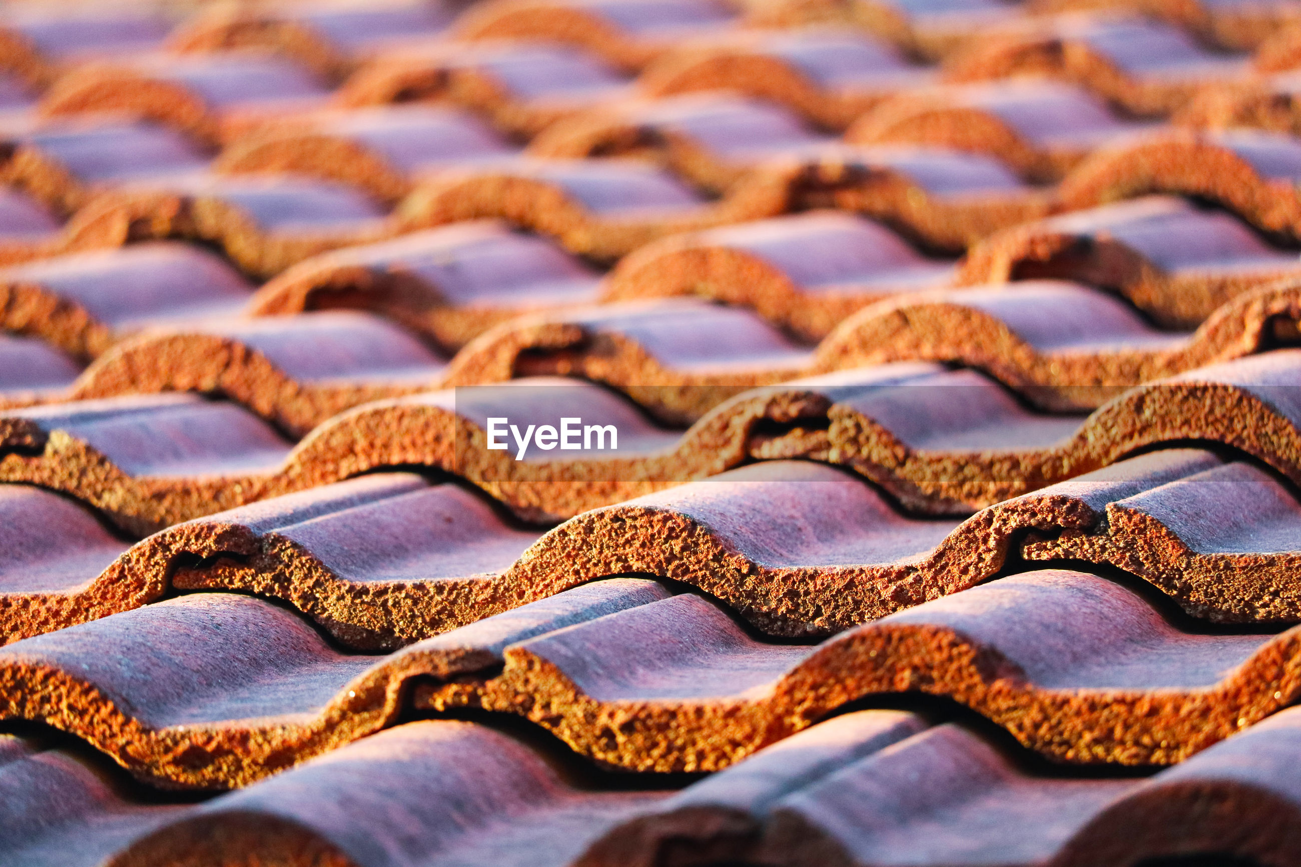 Roof tiles are designed to be aligned and able stacked to be waterproof, rainproof and resistant sun