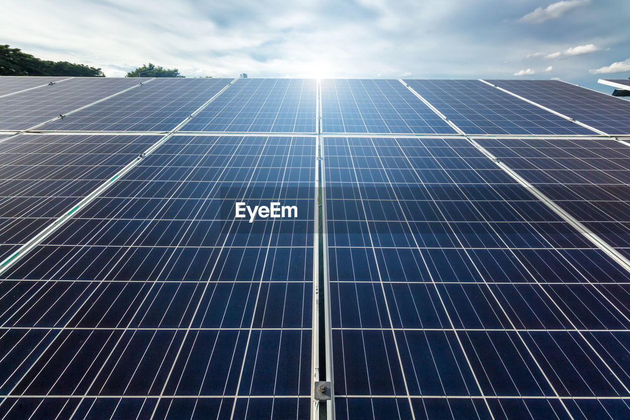 fuel and power generation, solar energy, alternative energy, solar panel, renewable energy, sky, technology, environmental conservation, environment, sun, sunlight, nature, electricity, day, cloud - sky, power supply, outdoors, solar equipment, environmental issues, sustainable resources, economy