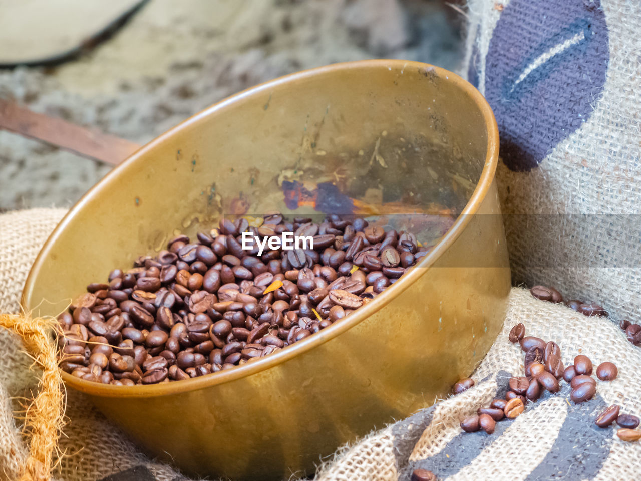roasted coffee bean, food and drink, coffee - drink, close-up, coffee, food, freshness, no people, brown, high angle view, large group of objects, sack, focus on foreground, still life, day, table, nature, refreshment, outdoors, caffeine