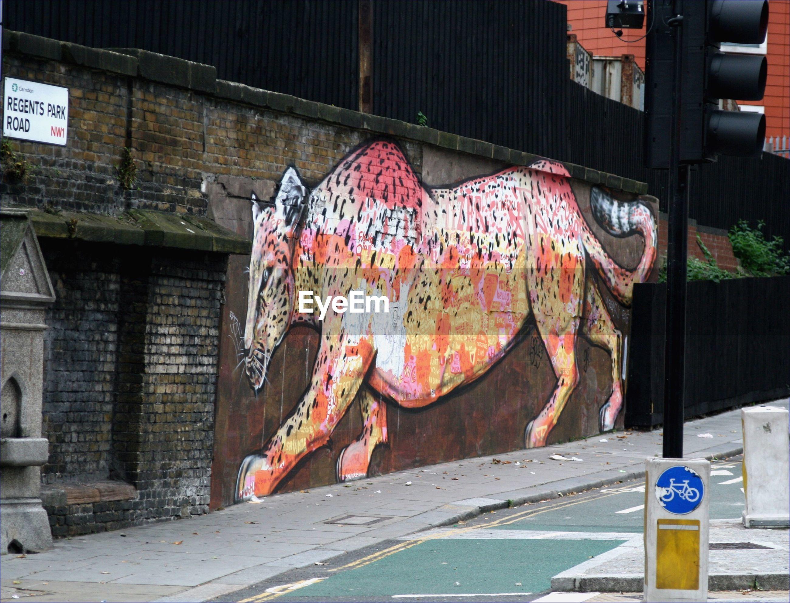 MULTI COLORED GRAFFITI ON WALL