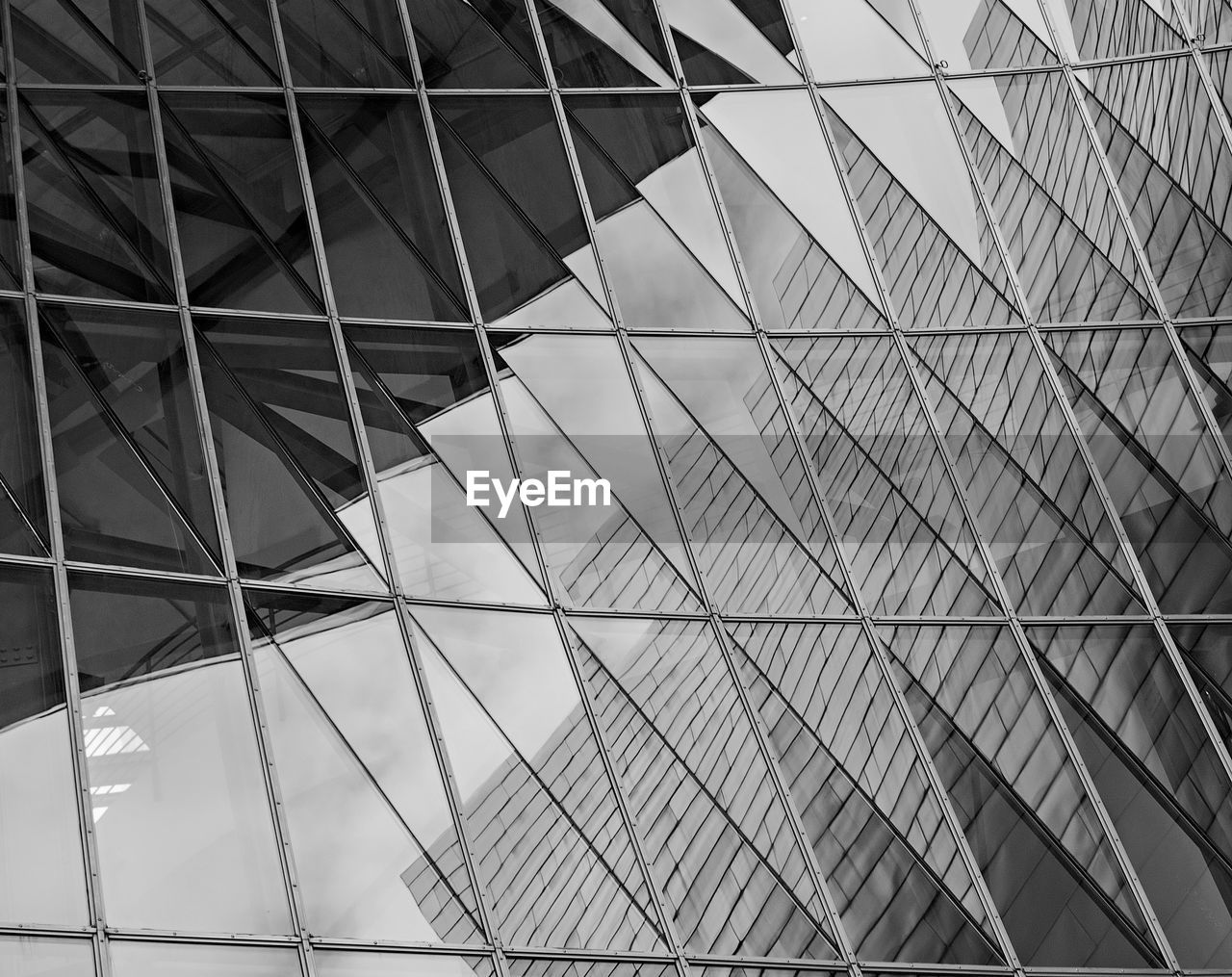 built structure, architecture, pattern, low angle view, no people, ceiling, modern, full frame, day, building, building exterior, architectural feature, design, glass - material, reflection, office, office building exterior, outdoors, backgrounds, architecture and art
