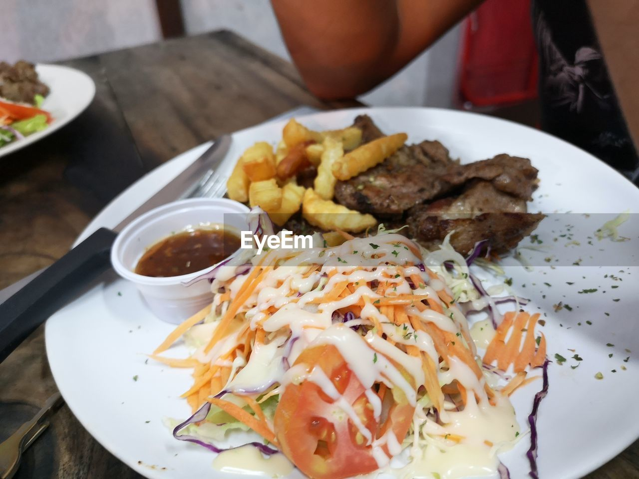ready-to-eat, food and drink, food, plate, freshness, serving size, table, meat, close-up, indoors, still life, french fries, potato, indulgence, prepared potato, unhealthy eating, sauce, condiment, fast food, meal, temptation, garnish, snack