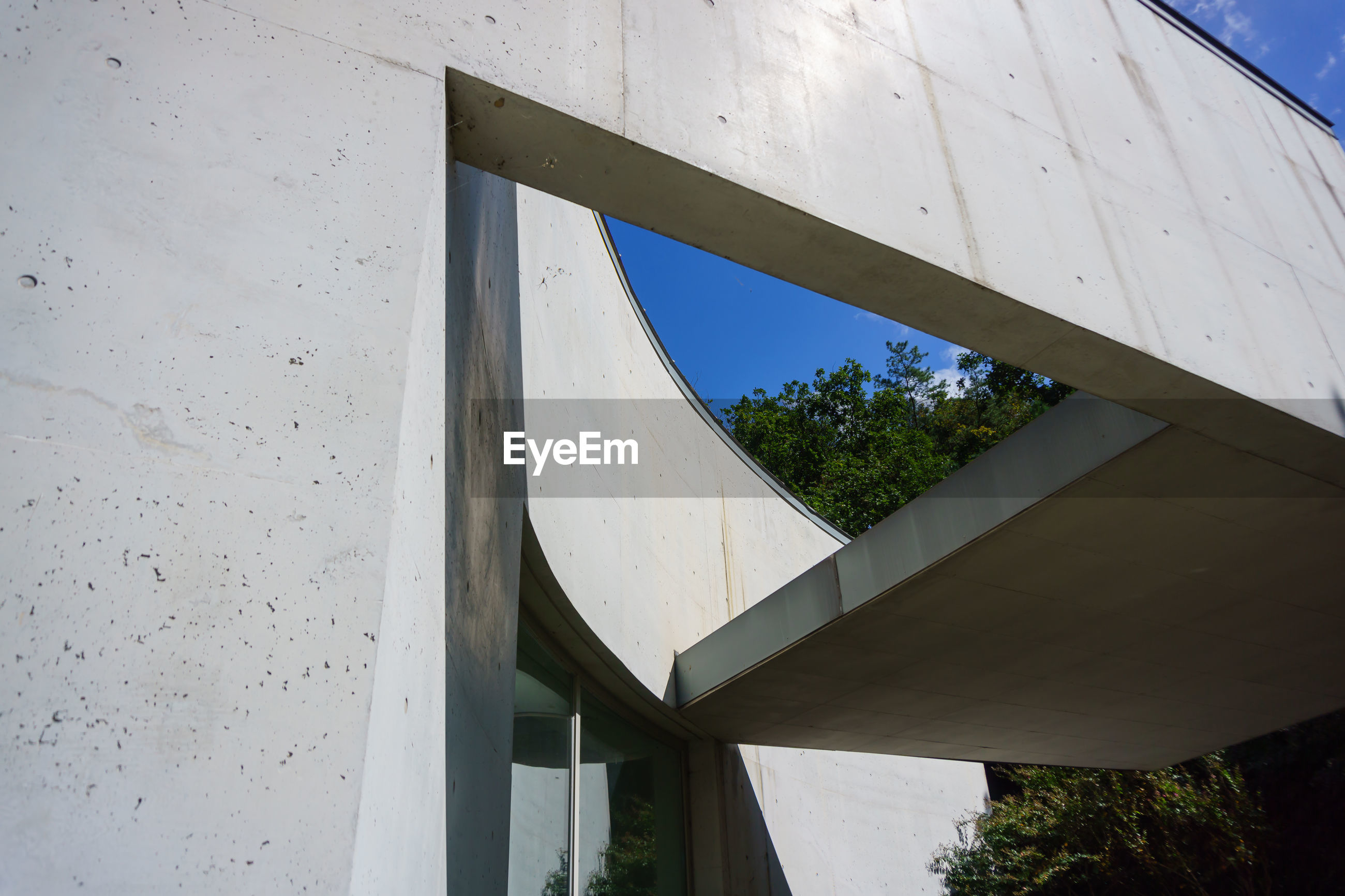 LOW ANGLE VIEW OF WINDOW ON WHITE BUILDING