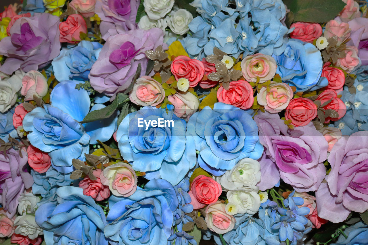 flower, flowering plant, rose, plant, rose - flower, multi colored, beauty in nature, vulnerability, full frame, fragility, no people, close-up, freshness, nature, petal, flower arrangement, backgrounds, abundance, large group of objects, flower head, bouquet, floral pattern, bunch of flowers