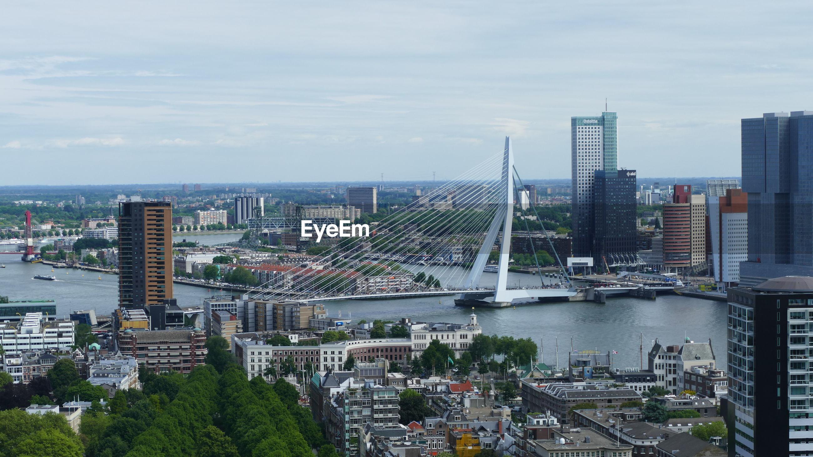 AERIAL VIEW OF BRIDGE AND BUILDINGS IN CITY