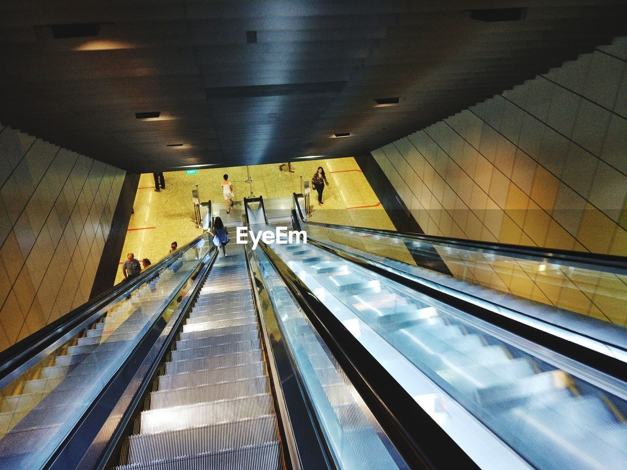 convenience, indoors, steps and staircases, real people, technology, illuminated, escalator, lifestyles, modern, steps, staircase, railing, men, futuristic, transportation, leisure activity, built structure, large group of people, standing, women, architecture, day, people, adult