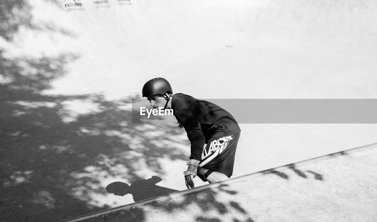 one person, men, sport, real people, lifestyles, leisure activity, full length, day, young adult, young men, nature, outdoors, males, sunlight, adult, competition, skill, motion, sports equipment