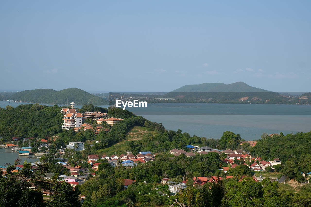 SCENIC VIEW OF TOWN BY SEA