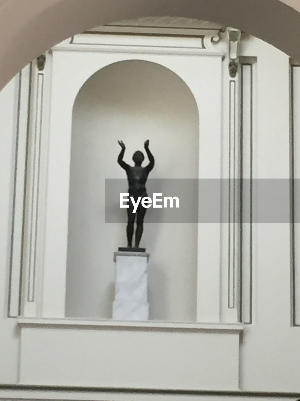 statue, human representation, male likeness, sculpture, architecture, art and craft, arch, built structure, day, building exterior, no people, outdoors