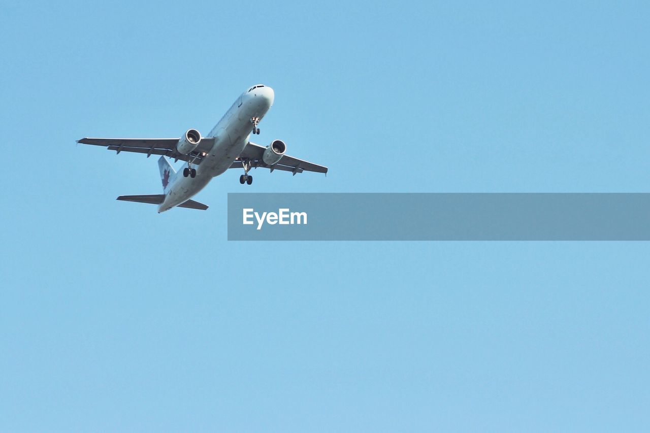 air vehicle, airplane, sky, transportation, mode of transportation, clear sky, copy space, low angle view, flying, travel, blue, nature, motion, no people, mid-air, day, public transportation, journey, on the move, commercial airplane, aerospace industry, corporate jet, plane