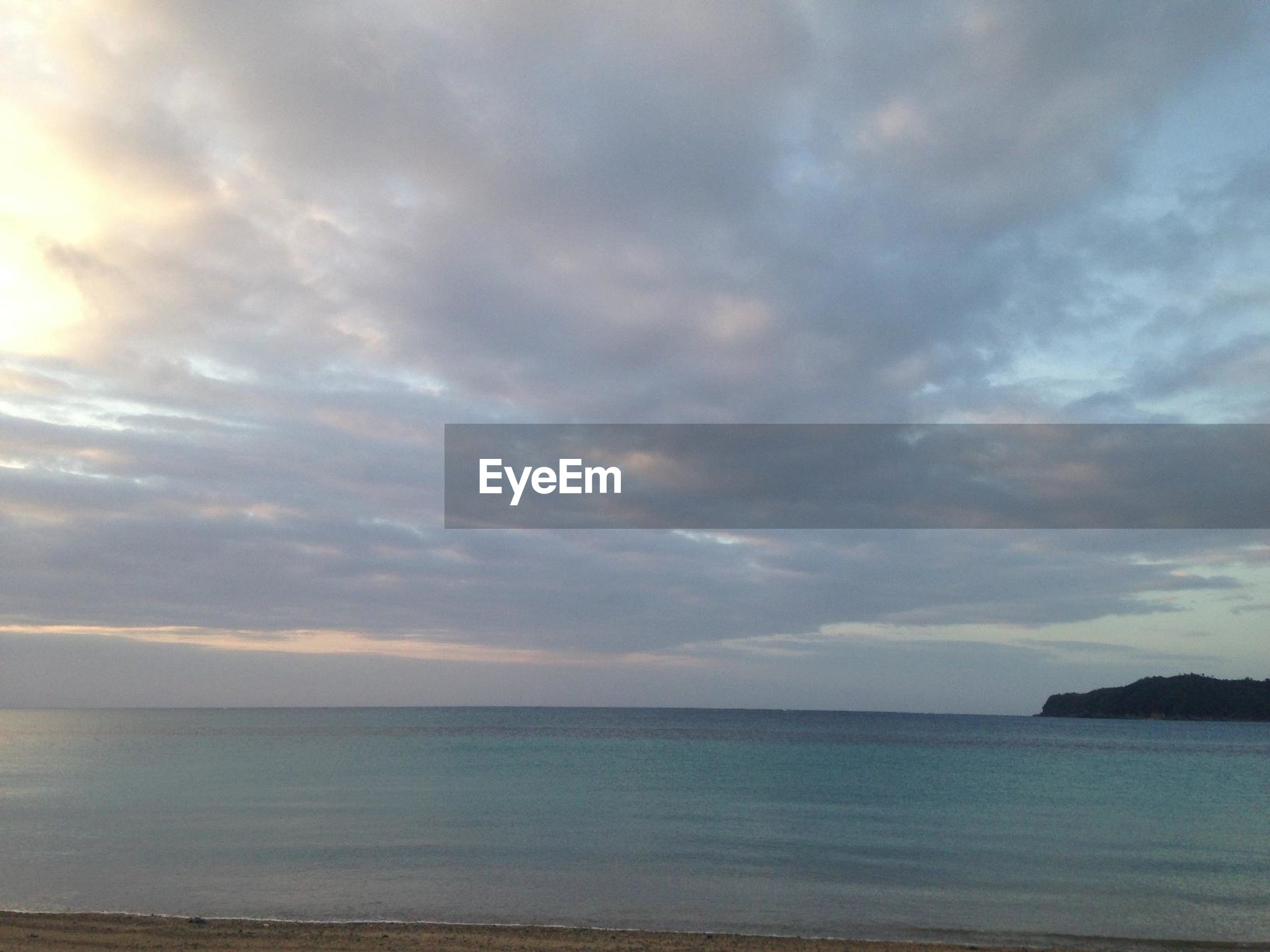 sea, sky, water, scenics, tranquil scene, horizon over water, cloud - sky, tranquility, beauty in nature, cloudy, beach, nature, cloud, idyllic, shore, weather, overcast, sunset, remote, outdoors