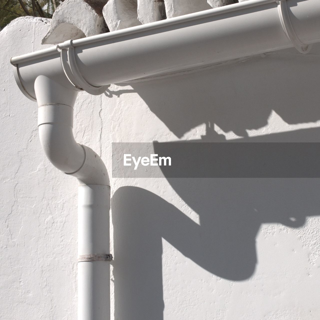shadow, sunlight, day, built structure, architecture, no people, nature, wall - building feature, white color, outdoors, building exterior, sunny, window, wall, close-up, communication, connection, pipe - tube, technology, focus on shadow