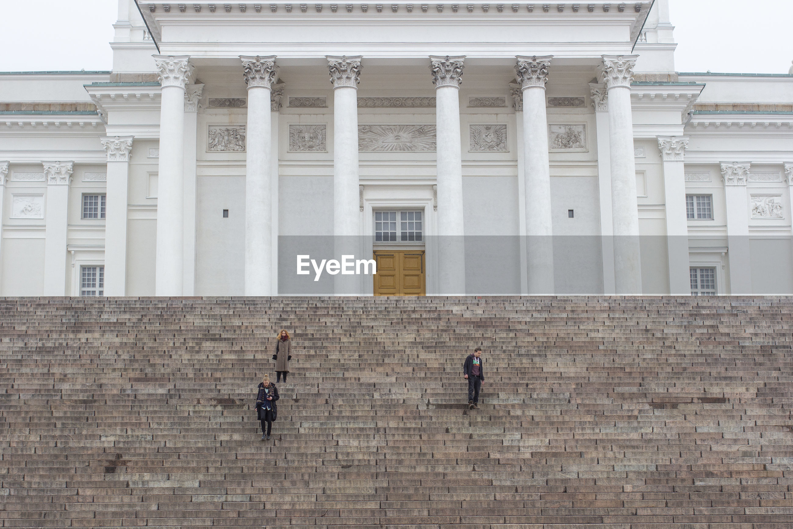 PEOPLE IN FRONT OF BUILDING