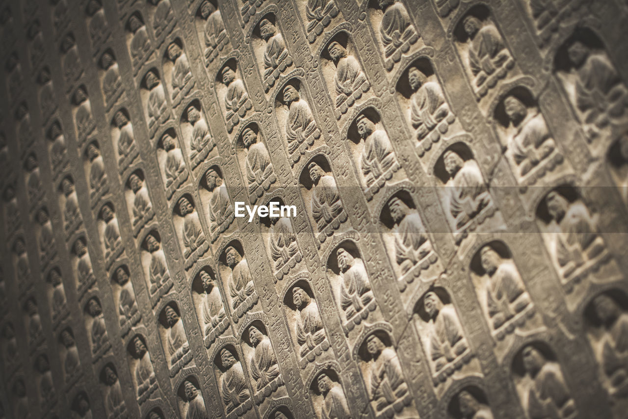 LOW ANGLE VIEW OF CARVINGS ON WALL IN MUSEUM