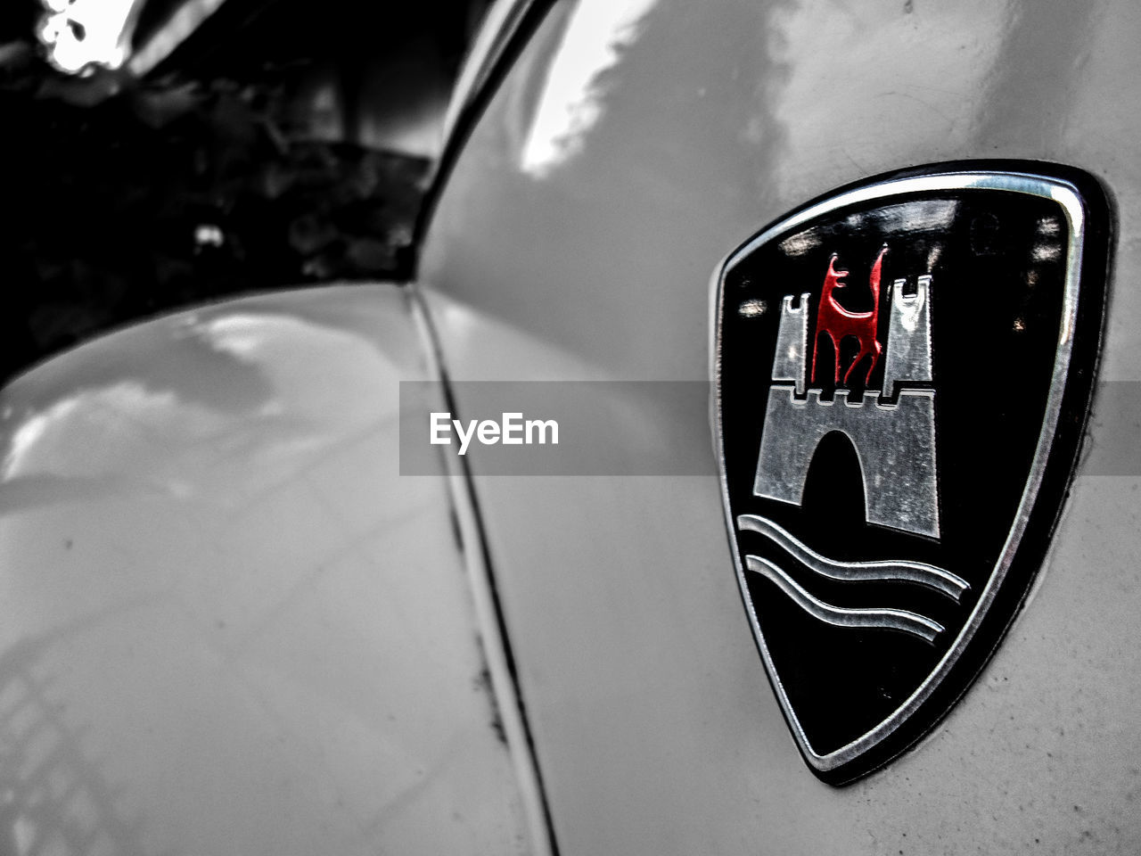 car, mode of transport, land vehicle, transportation, reflection, close-up, no people, side-view mirror, red, day, outdoors