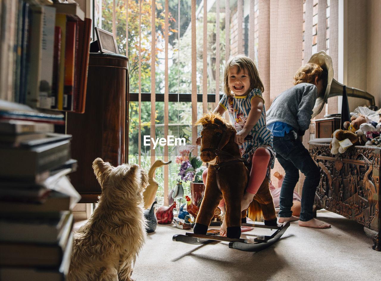 mammal, pets, domestic, one animal, domestic animals, canine, dog, women, full length, pet owner, females, girls, childhood, vertebrate, sitting, child