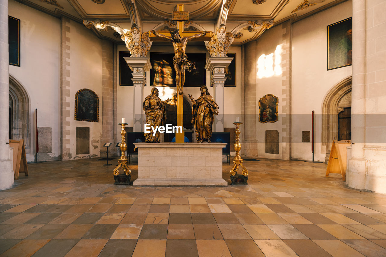 architecture, built structure, sculpture, indoors, building, statue, history, religion, the past, art and craft, flooring, belief, spirituality, representation, travel destinations, place of worship, luxury, lighting equipment, wealth, tiled floor, no people, architectural column, ceiling