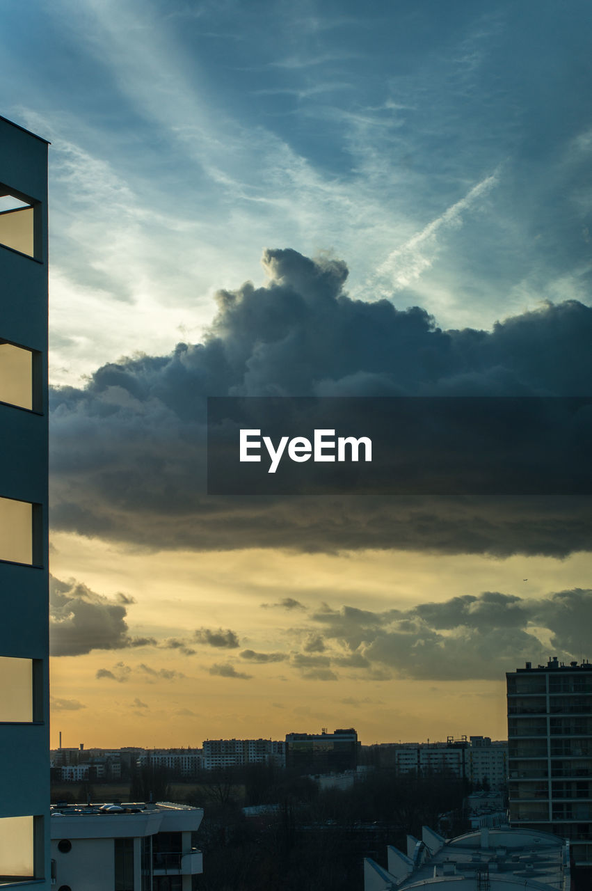 cloud - sky, sky, sunset, building exterior, built structure, architecture, no people, dramatic sky, outdoors, nature, city, beauty in nature, storm cloud, scenics, day