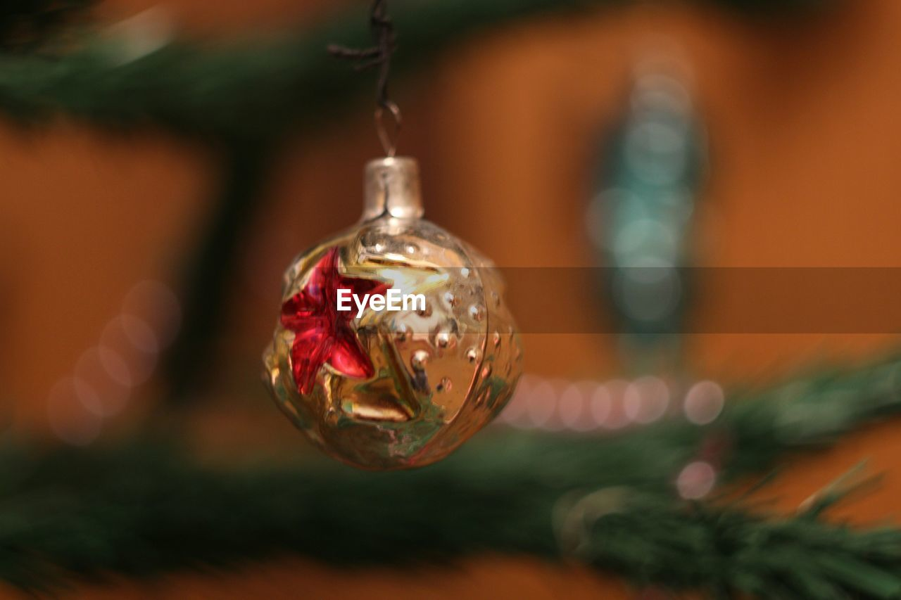 christmas, celebration, christmas decoration, hanging, christmas ornament, close-up, focus on foreground, tradition, bauble, christmas tree, no people, holiday - event, celebration event, shiny, gold colored, red, vacations, indoors, tree, day